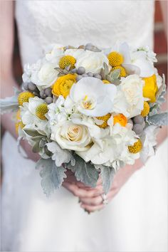 stunning white and yellow bouquet created by Fiore Fine Flowers #bouquet #weddingflorals #weddingchicks http://www.weddingchicks.com/2014/04/01/fiore-fine-flowers/