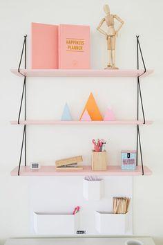 diy wandregal rosa hängende regale dekorationen stiftenhalter buch schwarze seile