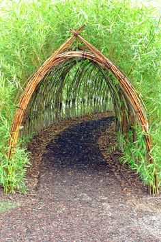 Home Garden Stunning Creative DIY Garden Archway Design Ideas 34 Diy Garden, Dream Garden, Garden Paths, Garden Projects, Garden Art, Bamboo Garden Ideas, Bamboo Garden Fences, Bamboo Ideas, Garden Painting