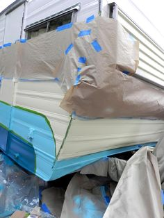 This is the best how to paint a trailer article I've found Old Campers, Retro Campers, Camper Trailers, Vintage Campers, Vintage Rv, Camping Glamping, Camping Hacks, Diy Camper, Camper Ideas