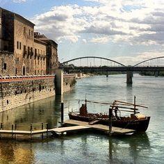 Retornant a la Tortosa Medieval, lo Sirgador aparcat a l'embarcador