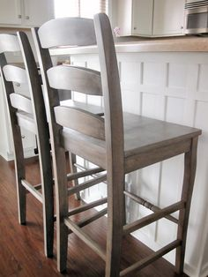 KrisKraft: Finished Bar Stools - bar stools in the meantime until kitchen moves? i like the detailing on island