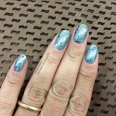 Jana Makes Esmaltes e Cia : Esmalte da Vez: Importados - Paris Blue (Love My Nails) e Starry Silver Glitter (N.Y.C.)  Produtos Importados direto no Brasil http://brasil.storelatina.com/