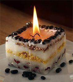 Auf folgende Seite finden Sie die Anleitung für Kerzen selber zu machen. Es macht man ganz einfach und nimmt nicht viel Zeit. Schauen Sie die Anleitung an.