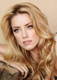 Amber Heard's honey blonde hair with darker roots.