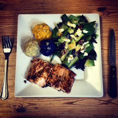 Salmon dinner  Salmon marinade: teriyaki sauce, woschesier sauce, Tabasco sauce, dry mustard  Colorful cauliflower steamed  Spinach salad with olive oil and balsamic