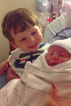 45 Kids Meeting Their Sibling For The Very First Time