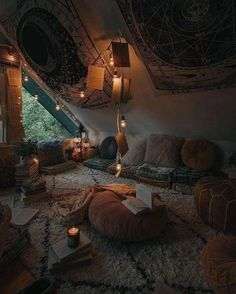 Bohemian Latest And Stylish Home decor Design And Life Style Ideas - Bohemian Home Hangout Room, Stylish Home Decor, New Stylish, Aesthetic Room Decor, Cosy Aesthetic, Autumn Aesthetic, Room Ideas Bedroom, Girls Bedroom, Hippie Bedrooms