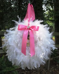 Baby shower wreath 7 - made of white feathers