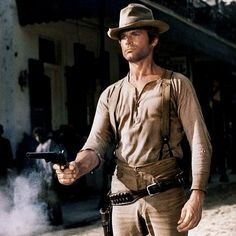 Terrence Hill in My Name Is Nobody Explainer article about guns in Old West stories. Lots of pictures, simple explanations, videos and an emphasis on the story roles these weapons play. Movies Quotes, Comedy Movies, Film Movie, Movies Wallpaper, Bud Spencer, Old Western Movies, Terence Hill, Tv Westerns, Great Western