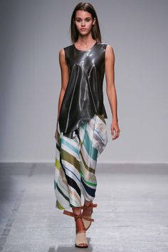 Christian Wijnants Spring 2015 Ready-to-Wear - Collection - Gallery - Look 1 - Style.com