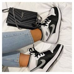 All Nike Shoes, Hype Shoes, Nike Shoes Outlet, Shoes Sneakers, White Nike Shoes, Jordans Sneakers, Jordan Shoes Girls, Girls Shoes, Shoes Women