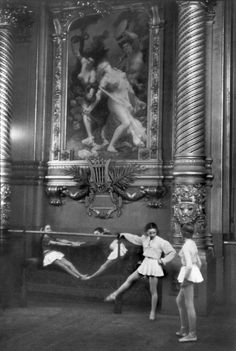 Young Ballerinas at the Opera, 1954 by Henri Cartier-Bresson. Cartier-Bresson was in Moscow in 1954 to prepare a book documenting daily life under communism. Candid Photography, Vintage Photography, Street Photography, Urban Photography, Color Photography, Old Paris, Vintage Paris, Magnum Photos, Black And White Pictures
