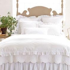 White Bed Skirt, Shabby Chic Romantique, White Duvet Covers, Single Duvet Cover, Queen Bedding Sets, White Bedding, White Linens, Cotton Bedding, Beautiful Bedrooms