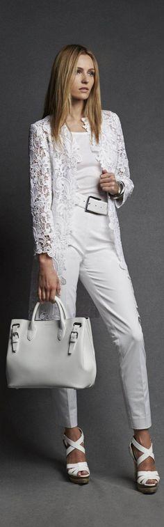 Le manteau Thora en dentelle blanche Ralph Lauren Black Label incarne le glamour doré