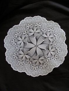 Did not know he did Zentangle! Escher Art, Mc Escher, Illusion Art, Dutch Artists, Art For Art Sake, Spirals, Gravure, Zentangles, Op Art
