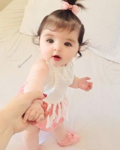 Cute Baby Girl Photos, Cute Little Baby Girl, Cute Kids Pics, Cute Baby Pictures, Twin Baby Clothes, Good Night Baby, Cute Baby Wallpaper, Baby Girl Photography, Cute Baby Videos