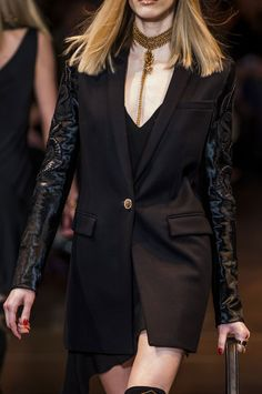 Versace Fall 2014 (Details) The shawl collar is another key detail that Versace uses in many of their jackets for fall 2014.