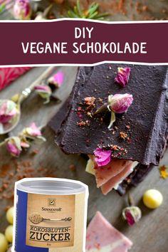 DIY vegane Schokolade - zum Verschenken oder selbst Genießen. #vegan #Schokolade #DIY #kokosblütenzucker #veganeschokolade #veganchocolate Meat, Food, Vegan Chocolate, Sugar, Cocoa Butter, Homemade, Food Food, Essen, Meals