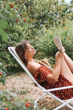 Travel to Tuscany on an Italian holiday with Christina Macpherson, wearing some of her favourite latest Tree of Life pieces. Spring Aesthetic, Boho Stil, Summer Dream, How To Pose, Holiday Tree, Mode Inspiration, Photography Poses, Couple Photography, Summer Vibes
