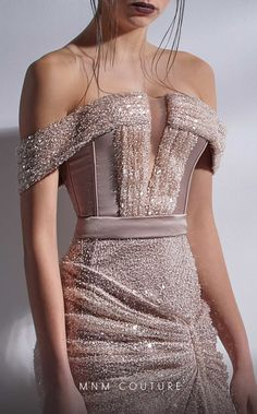 Elegant Outfit, Elegant Dresses, Pretty Dresses, Couture Fashion, Runway Fashion, Corset Style Tops, Fashion Figures, Gala Dresses, Ball Gowns