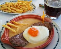 Bife à Portugália - so much faat ( but delicious) Meat Recipes, Cooking Recipes, Portuguese Recipes, Portuguese Food, Tapas, Best Food Ever, International Recipes, Food Dishes, Food Inspiration