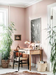Pink home office wor