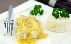 10 recettes légères au poisson 🐟 #healthy #minceur #régime #pertedepoids #poisson #recettepoisson #recetteminceur #colin #cabillaud Colin Au Four, Fish And Seafood, Macaroni And Cheese, Pineapple, Grains, Snack Recipes, Chips, Rice, Fruit