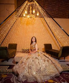It's that time when you will step out wearing your dream wedding outfit on your functions and nobody can wait to see you as a stunning bride. You may have a series of wedding ceremonies but what. Latest Bridal Dresses, Indian Bridal Outfits, Pakistani Bridal Dresses, Bridal Gowns, Bride Reception Dresses, Indian Reception Outfit, Reception Sarees, Wedding Dresses, Formal Dresses