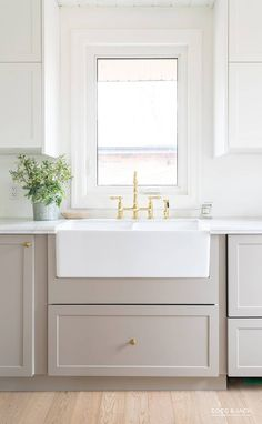 Interior Design Kitchen See how a designer transformed an outdated kitchen using IKEA cabinets customized by Semihandmade. - See how a designer transformed an outdated kitchen using IKEA cabinets customized by Semihandmade. Modern Farmhouse Kitchens, Country Kitchen, Diy Kitchen, Kitchen And Bath, Home Kitchens, Kitchen Decor, Ikea Kitchens, Ikea Kitchen Remodel, Kitchen Ideas