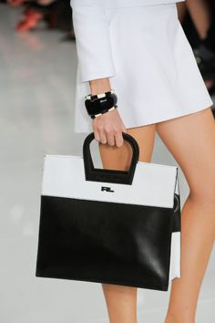 Ralph Lauren Spring this purse would go good with that black and white fierce dress)☺ leather handbags and purses Fashion Bags, Fashion Handbags, Fashion Dresses, Ralph Lauren, Best Bags, White Fashion, Spring Fashion, Beautiful Bags, Purses And Handbags