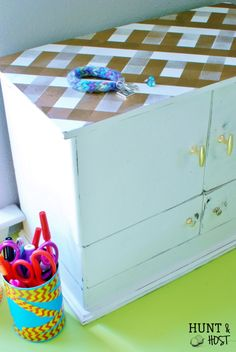Being a Newbie Easy DIY spray paint gingham jewelry box makeover. www.huntandhost.com