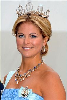 HRH Princess Madeleine of Sweden arrives to attend the Wedding Banquet for her older sister, Crown Princess Victoria of Sweden and her husband Prince Daniel at the Royal Palace on June 2010 in Stockholm, Sweden. Royal Princess, Princess Victoria Of Sweden, Crown Princess Victoria, Princess Diana, Royal Crown Jewels, Royal Jewelry, Royal Tiaras, Tiaras And Crowns, Princesa Real