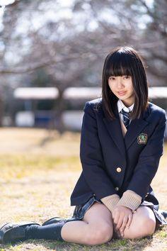 Japanese School Uniform Girl, School Girl Japan, School Girl Outfit, School Uniform Outfits, Cute Asian Girls, Beautiful Asian Girls, Cute Girls, Cute Little Girl Dresses, Botas Sexy