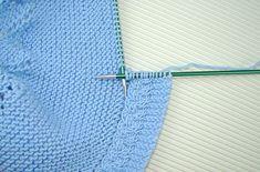 tutorial puntomoderno.com Baby Knitting Patterns, Knitting Stitches, Sewing Patterns, Crochet Girls, Crochet Baby, Knit Crochet, Knitted Cape Pattern, Diy Crafts Knitting, Knit Baby Dress