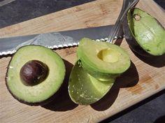 Il frullato di avocado è uno dei modi migliori per iniziare la giornata, specialmente con la nostra ricetta in versione light.