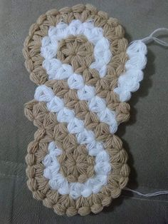 This Pin was discovered by Ayf Love Crochet, Crochet Motif, Crochet Flowers, Crochet Baby, Puff Stitch Crochet, Crochet Stitches, Youtube Crochet, Crochet Skirts, Yarn Shop