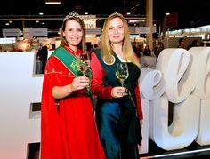 Hrubos Zsolt Ezerjó mosoly- a móri és csókakői borkirálynő az Utazás Kiállításon Mórt, a Móri Borvidéket képviselve a borkirálynők az Utazás Kiállításon népszerűsítették a móri bort, invitálták a vendégeket az Ezerjó hazájába! Több kép Zsolttól: www.facebook.com/zsolt.hrubos és www.hrubosfoto.hu Facebook, Dresses, Fashion, Vestidos, Moda, Fashion Styles, Dress, Fashion Illustrations, Gown
