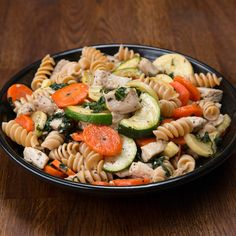 Meal-Prep Garlic Chicken And Veggie Pasta Recipe by Tasty. FB 8 Recipes To Meal Prep Your Whole Day. Lunch Meal Prep, Easy Meal Prep, Healthy Meal Prep, Easy Meals, Healthy Eating, Healthy Recipes, Dinner Meal, Veggie Dinner, Healthy Dinners