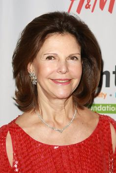 queen silvia wearing diamond necklace and diamond floral earrings