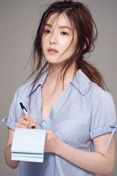 Bae's beauty as a waiter (?) Love you Irene Seulgi, Kpop Girl Groups, Kpop Girls, Beautiful Asian Girls, Most Beautiful, Red Velvet Photoshoot, Rapper, Red Velvet Irene, Messy Hairstyles