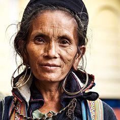 Hmong tribe woman. Sapa Vietnam. #hmong#tribalculture#vietnam#sapa#portrait#photography#travel#terryhughes   Flickr - Photo Sharing!