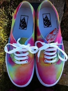 Find the craziest tênis Vans ever made in the history of time. Zebra, Watermelon and other weird vans shoes you have never seen before. Cute Vans, Cute Shoes, Me Too Shoes, Awesome Shoes, Pretty Shoes, Sneakers Vans, Vans Shoes, Sneakers Fashion, Dream Shoes