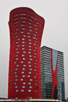 2010 : Hotel Porta Fira, Barcelona byJapanese architecture firm Toyo Ito & Associates and the Spanish firm Fermín Vázquez Arquitectos. The hotel tower is 113 m high. The lead architect won the Pritzker Prize for Architecture in Futuristic Architecture, Beautiful Architecture, Contemporary Architecture, Art And Architecture, Barcelona Architecture, Futuristic Design, Classical Architecture, Sustainable Architecture, Toyo Ito