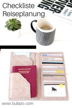 Ob geschäftlich oder privat. Eine durchdachte Reiseplanung macht Spaß und bewahrt oftmals vor Stress. Unser Must have: das Reisepass Etui von BULLAZO aus echtem Leder.