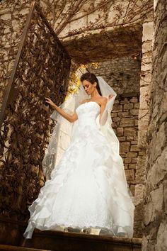 Gritti sposa, eccellenza del #MadeInItaly  e ricercatezza di stile e tessuti! In Atelier #TosettiSposa #collezioniSposa2016 #Grittispose Info@tosettisposa.it 031272396  www.tosettisposa.it  #abitidasposa2016 #wedding #weddingdress #tosetti #abitidasposo #abitidacerimonia #abiti #tosettisposa #nozze #bride #modasottolestelle #agenzia1870 #alessandrotosetti  #nicole #pronovias #alessandrarinaudo  #realtime #labirodeisogni #grittispose #simonemarulli #aireinbarcellona #danielatanzi #rosaclara'…