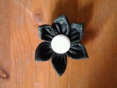 green starry flower with white button - brooch
