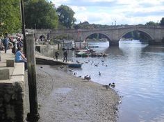 A sunny atumn Sunday in Richmond on the river Thames