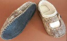 Купить или заказать Тапки валяные домашние 'Уютные' в интернет-магазине на Ярмарке Мастеров. Валяные домашние тапочки из натуральной овечьей шерсти. Легкие, теплые и уютные, двухслойные, с низким задником. Подошва - натуральная кожа - приклеена и пришита вощеным шнуром. Felted Slippers, Felting, Espadrilles, Flats, Kids, Shoes, Fashion, Felt Slippers, Espadrilles Outfit