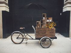We rent tricycles and create mobile displays for advertisements and businesses. Sell your products on a cargo bike! Market Displays, Merchandising Displays, Store Displays, Retail Displays, Window Display Retail, Window Displays, Jewelry Booth, Push Bikes, Craft Stalls
